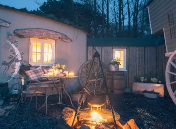 Nomad Hobbit house & gypsy wagons Widemouth Bay
