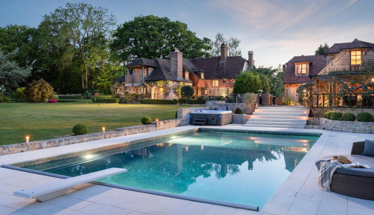 Historic Luxury Self-Catering Cottage Near Petworth with Hot Tub