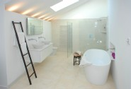 En suite bathroom (master suite)