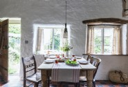 Simple country dining in Apifera
