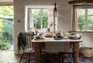 Dine together in Apifera´s rustic kitchen