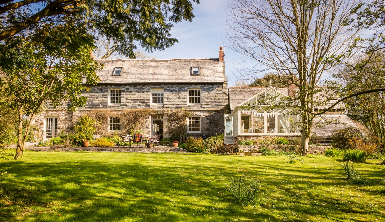 Cornwall Luxury Self-catering Farmhouse with Heated Pool, Blisland