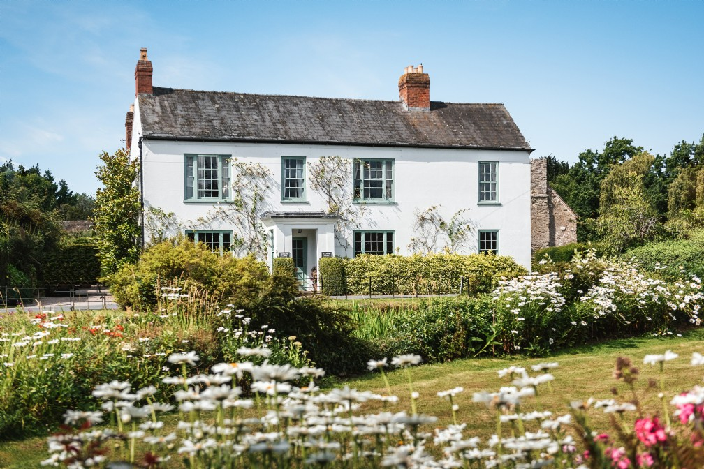 Luxury Self-Catering Riverside Cottage | Leominster, Herefordshire