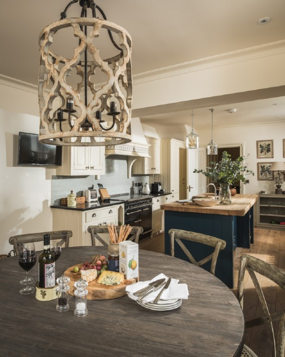 Open Heart Kitchen: Burford Luxury Self-catering Town House In The Heart Of