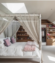 Bedroom Eight
