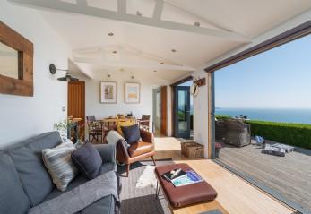Luxury cliff top beach hut Whitsand Bay