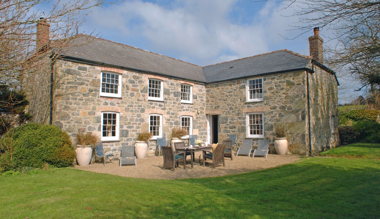 Mullion Cove Large Self-catering Farmhouse, The Lizard, Cornwall