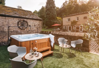 Luxury self-catering castle in Yorkshire, near The Peak District
