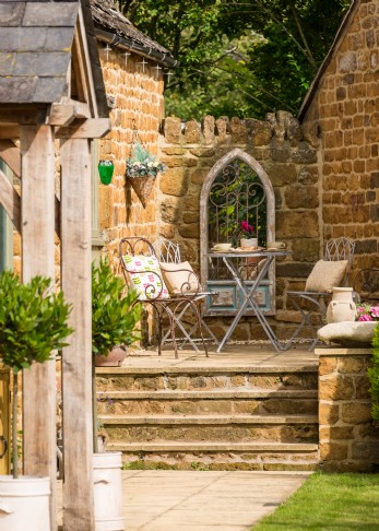 Unique self-catering, dog-friendly home near the Cotswolds