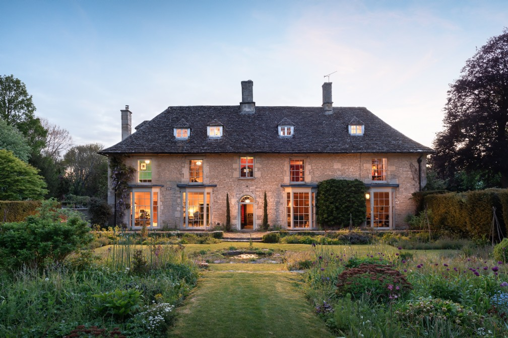 Dandelion | Large Self-Catering Manor | Cirencester, The Cotswolds