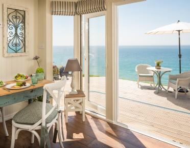 Luxury self-catering Daydreamer in Whitsand Bay with hot tub