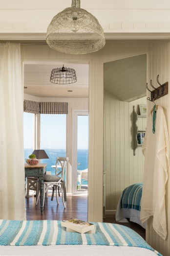 Luxury dog-friendly beach hut overlooking Whitsand Bay