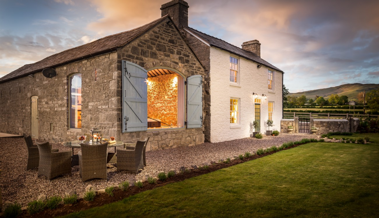 Ruthin luxury cottage with Hot Tub in Denbighshire, north Wales