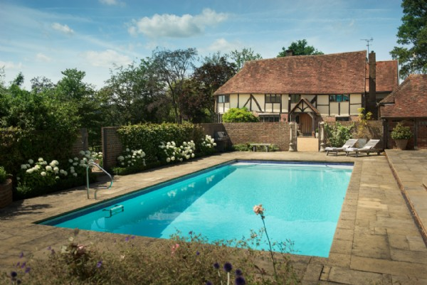 Luxury Self Catering Home With Swimming Pool In Chiddingstone Kent