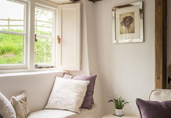 Luxury self-catering cottage in West Overton, Wiltshire