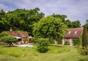 Self-catering holiday home with swimming pool in Hampshire near Winchester