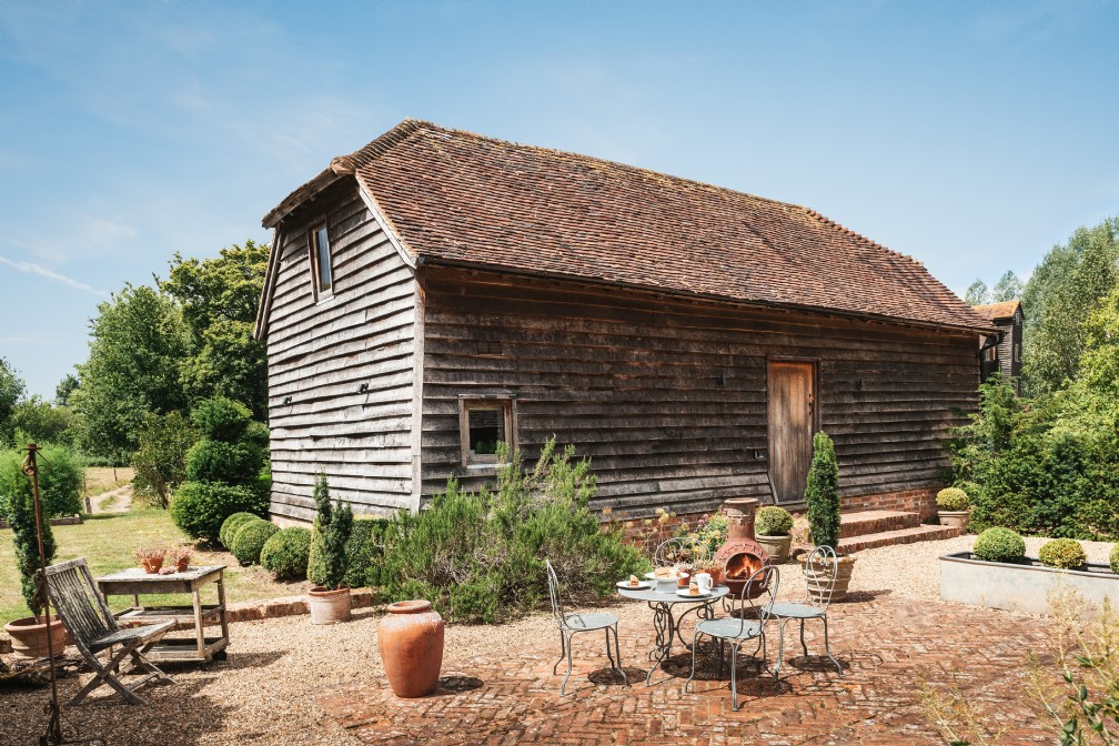 Figgy Court | Luxury self-catering barn with hot tub | West Sussex