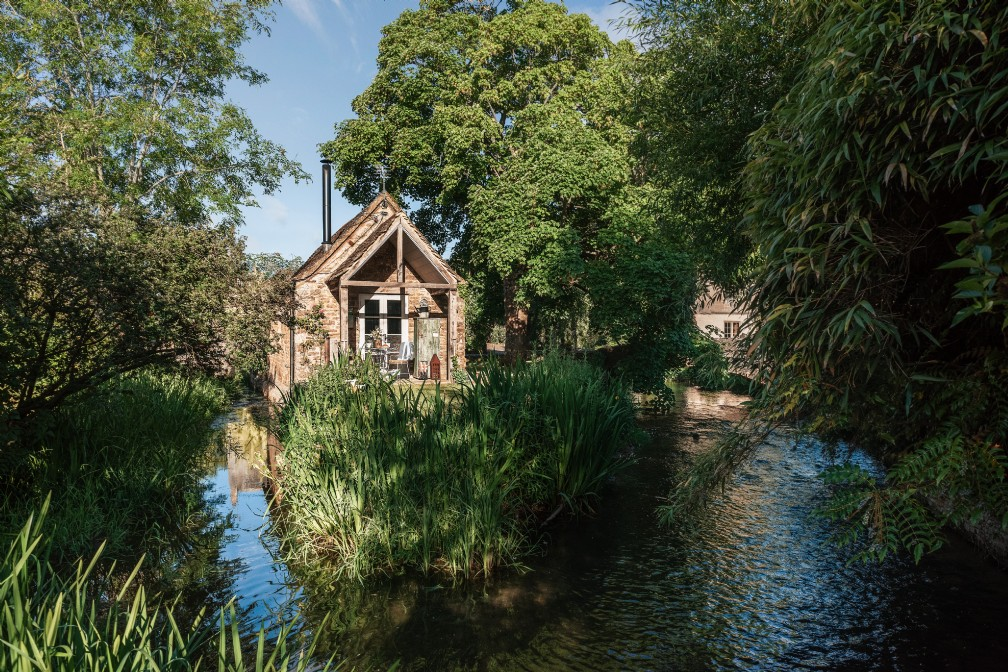 Filly Island | Luxury Self-Catering Cottage | Cirencester, Cotswolds