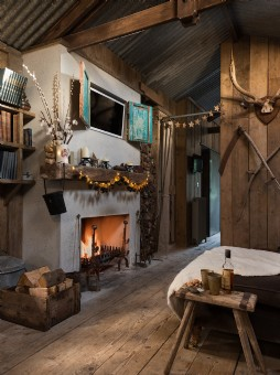 Rustic shack with open fire in Cornwall
