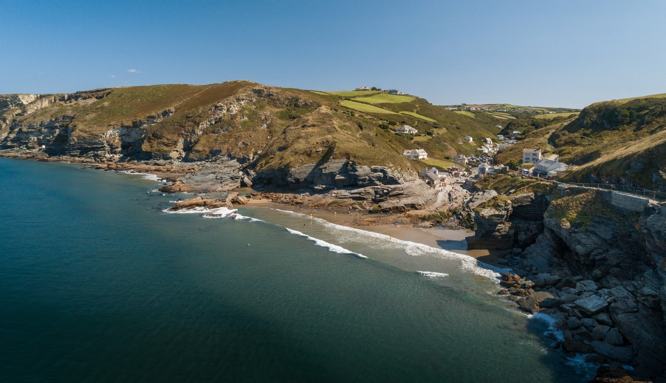 Trebarwith Strand luxury self-catering beach cottage in Cornwall