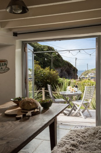 Cornish cottage near the sea for family holidays and romantic breaks