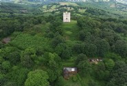 Nestled peacefully below Ashcombe Forest´s crowning white castle
