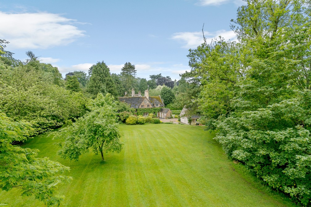Harlequin House | Large Luxury Self-Catering Cottage | Market Harborough