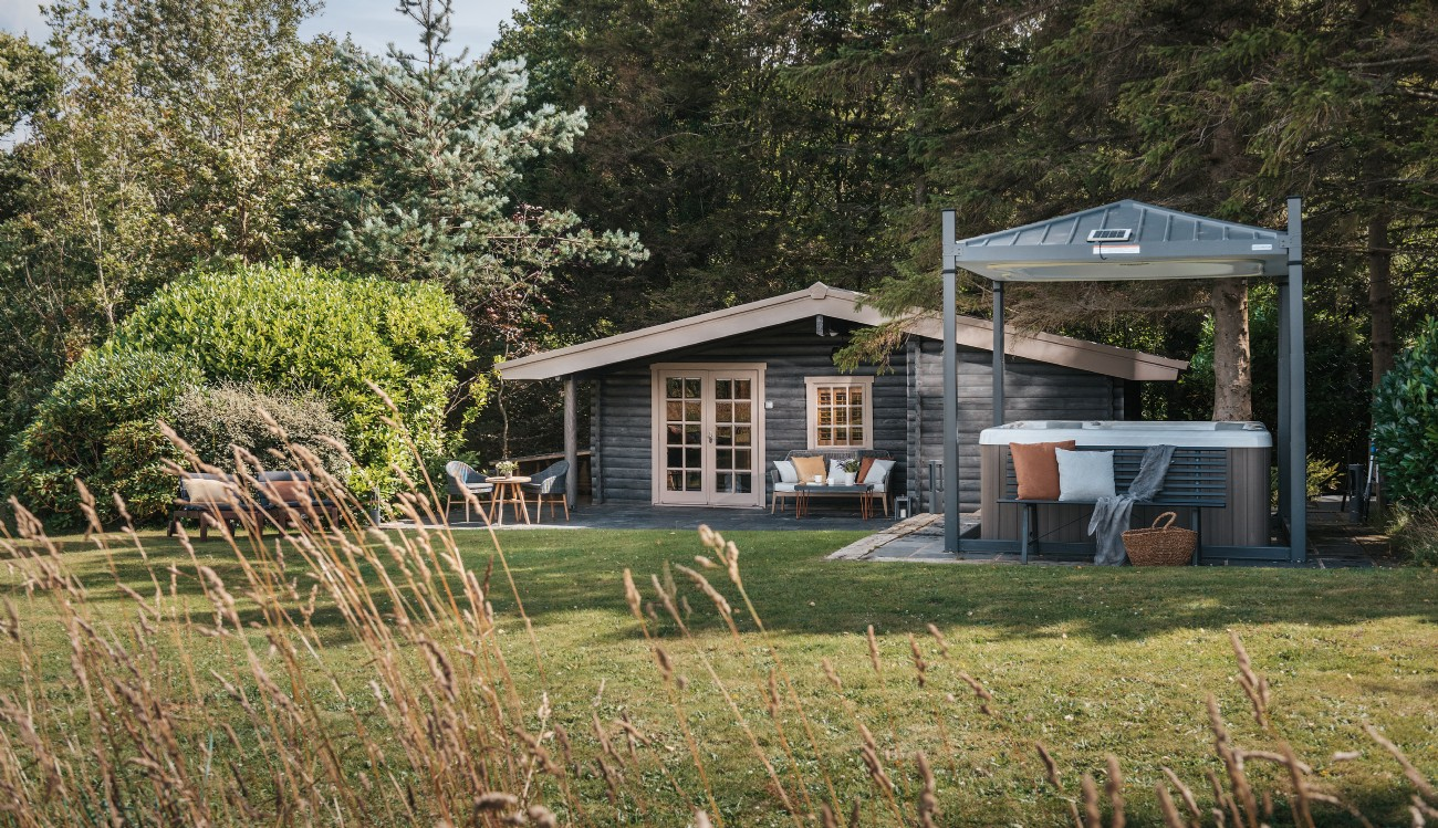 Luxury self-catering log cabin in Snowdonia´s hinterland, Conwy, Wales