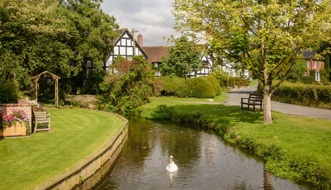 Luxury self-catering cottage in riverside Eardisland, Hereford