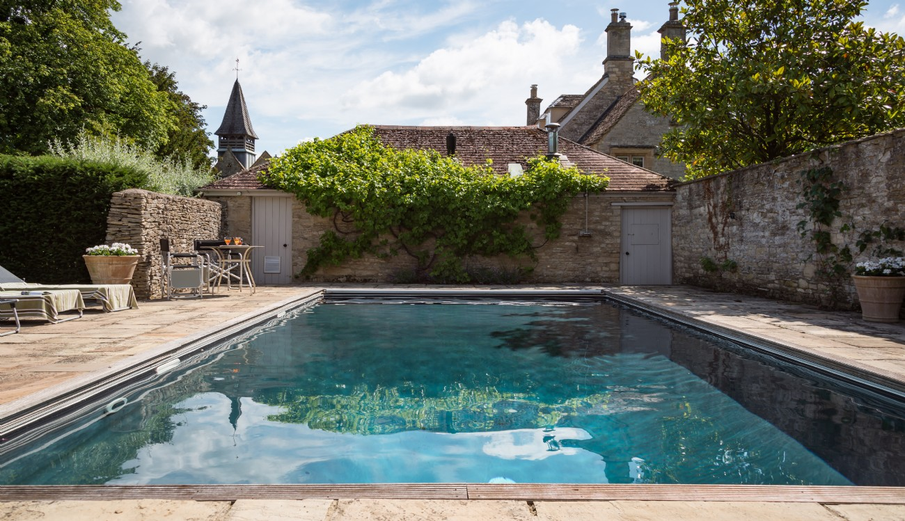 Burford Large Self-catering House with Swimming Pool, Oxfordshire