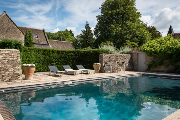 Burford large self catering house with swimming pool - Houses in england with swimming pools ...