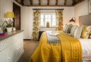 Stunning zip-and-link super king-size bedroom