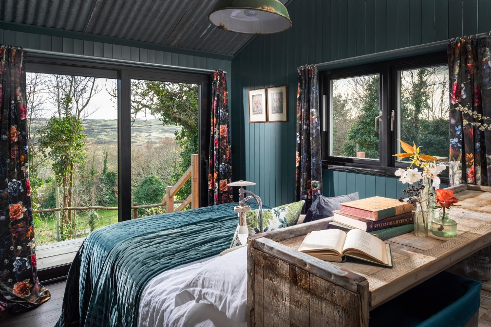 Juneberry | Coastal Self-Catering Cabin | Holywell Bay, Cubert