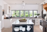 Prepare the evening´s culinary delights in Kilnwood´s bright kitchen