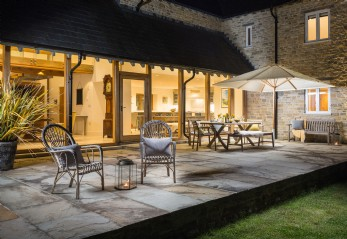 Self-catering farmhouse for hire near Burton Bradstock, Dorset