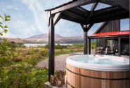 Kyn´s hot tub is complete with the most picturesque views of the Isle of Skye