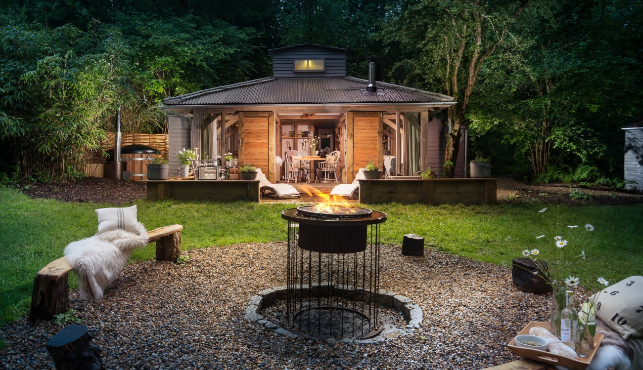 Billingshurst self-catering hideaway with hot tub, West Sussex