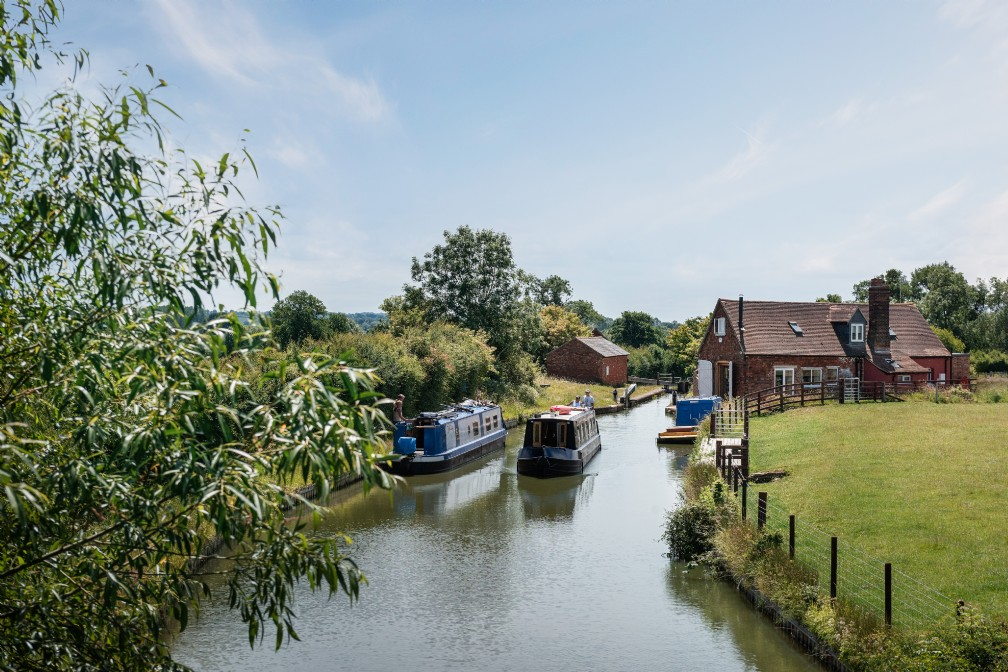 Unique canal-side country home with hot tub | Banbury | Cotswolds