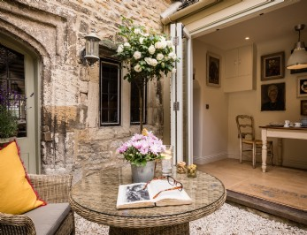 Cotswolds luxury self-catering cottage