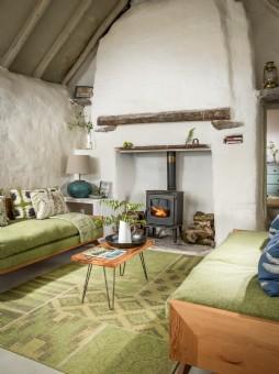 Rustic minimalist hideaway in Ireland