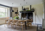 Dine together in Maberly´s chic dining room