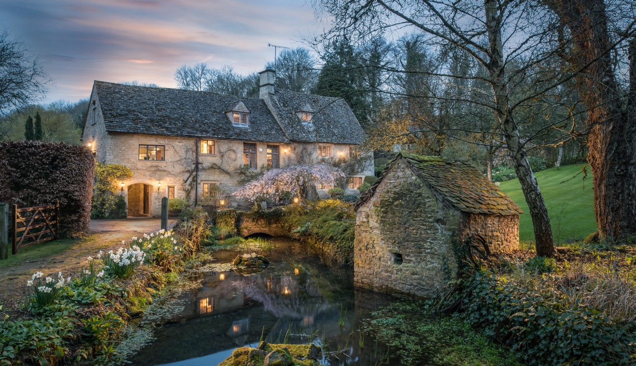 Bourton-on-the-Water luxury self-catering home with swimming pool