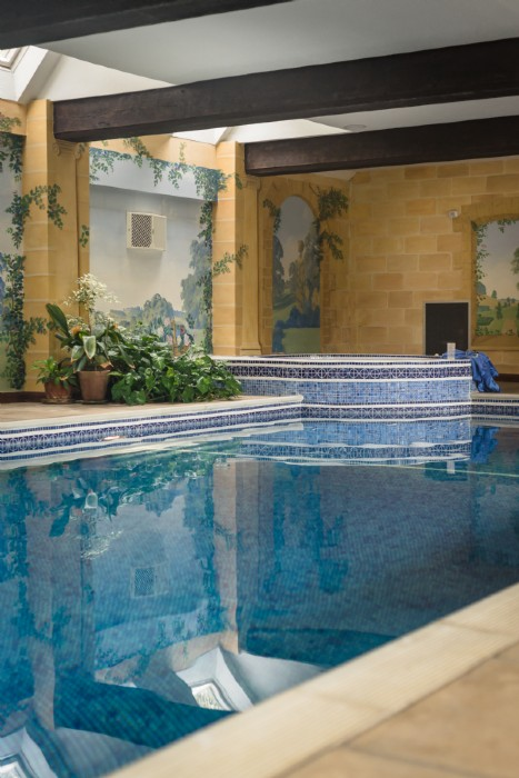 Bourton On The Water Luxury Self Catering Home With Swimming Pool