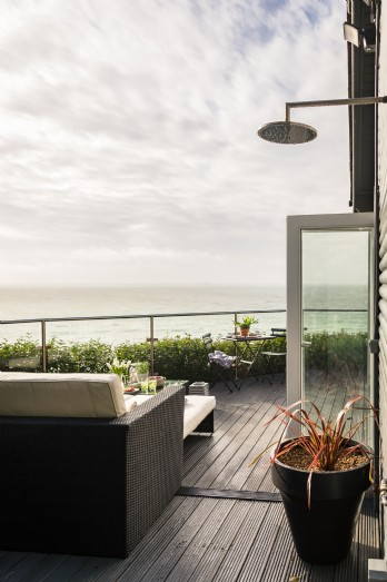 Luxury beach hut overlooking Whitsand Bay