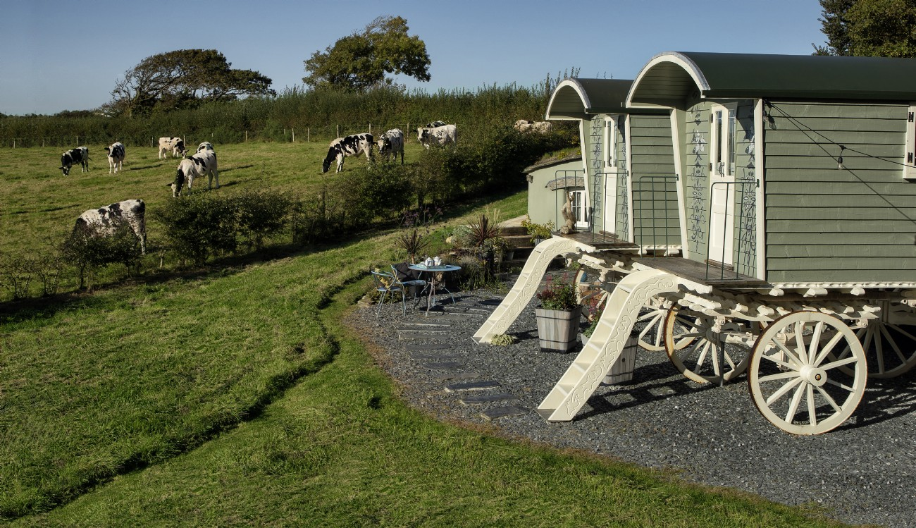 Widemouth Bay Luxury Self-catering Gypsy Wagon with Hot Tub