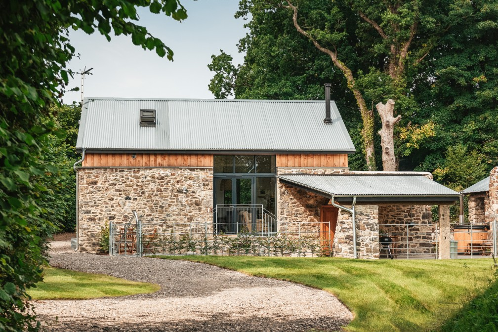 Luxury self-catering couples barn with hot tub | Dartmoor | Devon