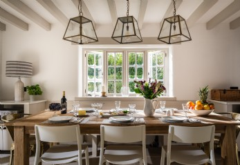 Scandi-Style Luxury Thatched Holiday Cottage Kingsbridge