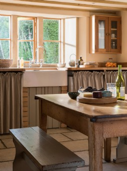 Shepton Mallet self-catering rural cottage with pool