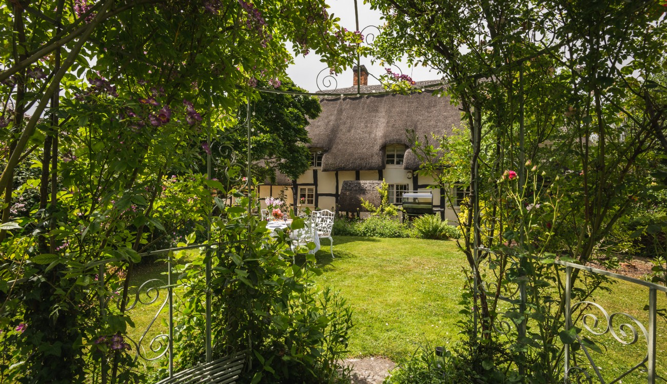 Pollyanna | Luxury Thatched Cottage | Birlingham, Cotswolds