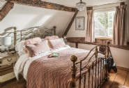 The first floor double bedroom at Pollyanna